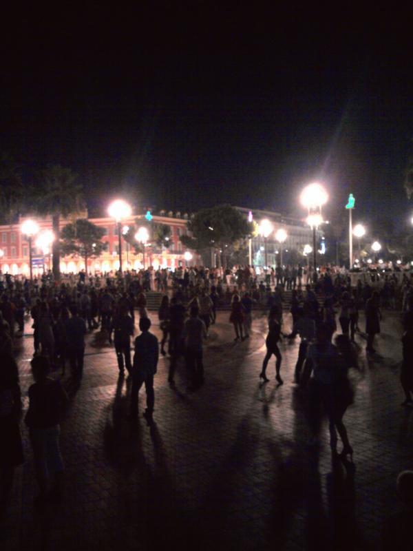 Soirée d'été à Nice, Place Masséna -la salsa