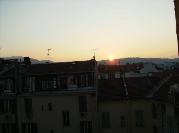 Les mêmes toits../lever du soleil